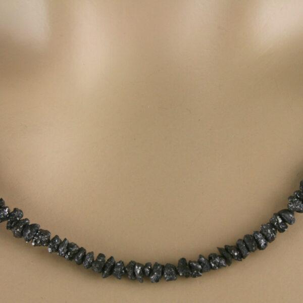 Rohdia kette 43ct 3 600x600 - Rohdiamant Kette - Collier in schwarz, 42ct.