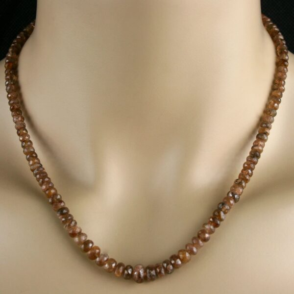 Andalusit Kette 1 600x600 - Andalusit Kette - Collier in braun, mit feurigem Farbglanz, 103 ct.