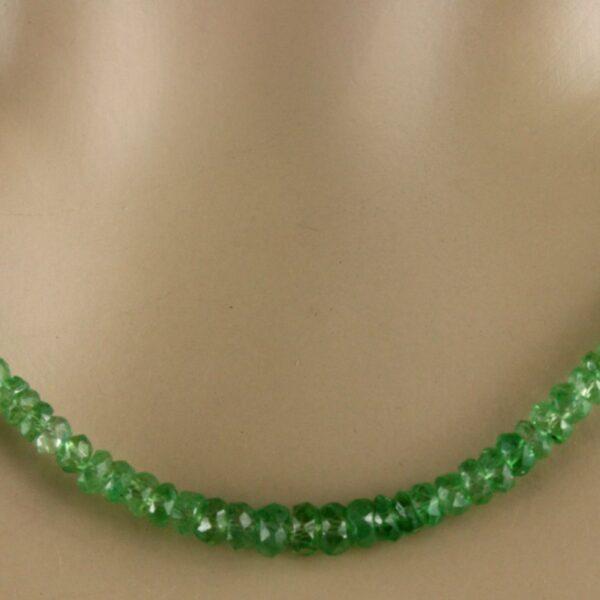 Tsavorit Kette 3 600x600 - Tsavorit Kette - Collier in grün, 33,50ct.