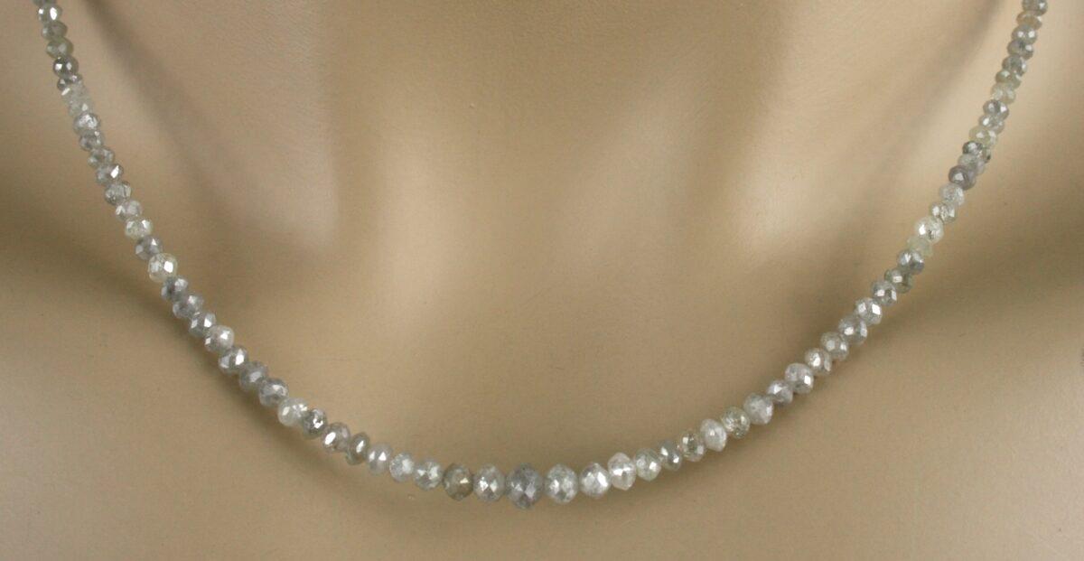 dia kette weiss 3 1200x621 - Diamant Kette - Collier mit facettierten, weiß-silberne Diamanten, 30ct.